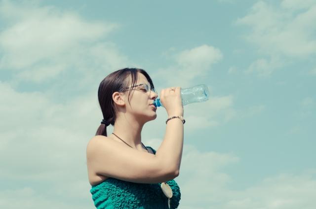 水分補給はミネラル水かお茶がいい!